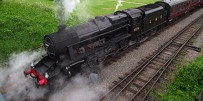 8F approaches Ruddington Fields